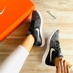 NWT Nike flex contact Oreo